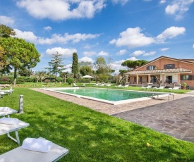 Stunning home in Anguillara Sabazia w/ Outdoor swimming pool and 11 Bedrooms
