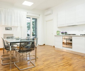 Three bedroom DELUXE Apartment near POPOLO with wifi and balcony