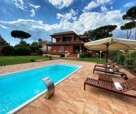 Enchanting Italian Villa by the beach near Rome