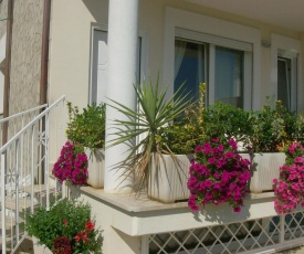 Nice villa only 100m from the beach