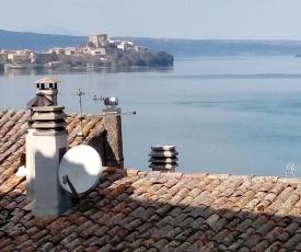 Appartamento nel borgo medievale con vista lago