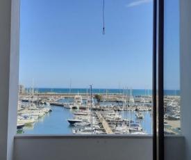 Appartamento con terrazzino sul mare vicino roma