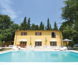 Alluring Villa in Castelnuovo di Porto with Swimming Pool
